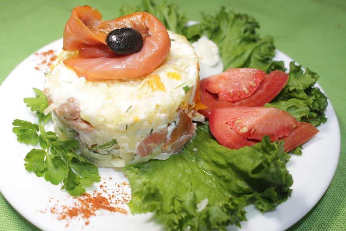 "Salat Mimoza s semgoj kartofelyajtsomorkovzelensemga sl.sol.majonez1 1 1200x800 - Салат ""Мимоза"" с семгой"