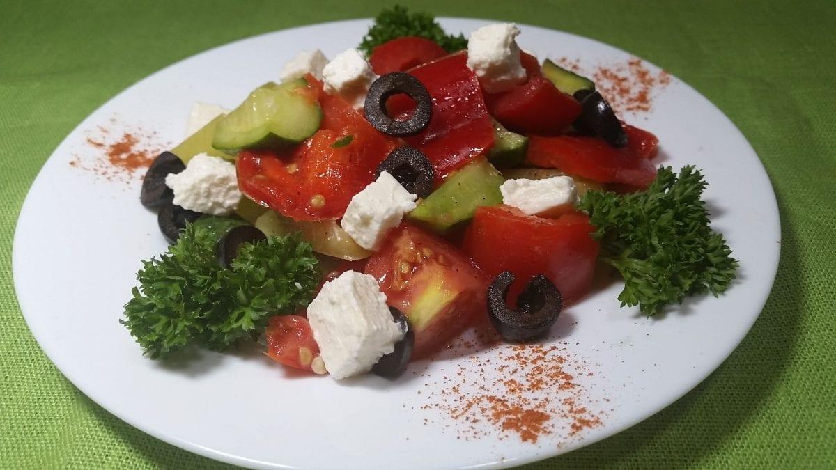 "Salat Ovoshhnoj listya salataogurets sv.tomaty ukropmaslo rast. 1 e1545312307620 1200x675 - Салат ""Овощной"""