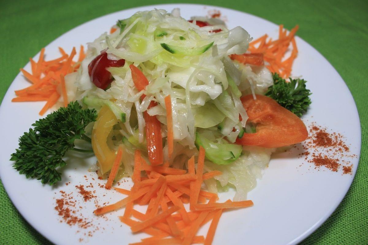 Salat iz kapusty ogurtsa i yablok kapusta bkyablokoperets sv.morkovogurets sv.maslo ras 1200x800 - Салат из капусты, огурца и яблок