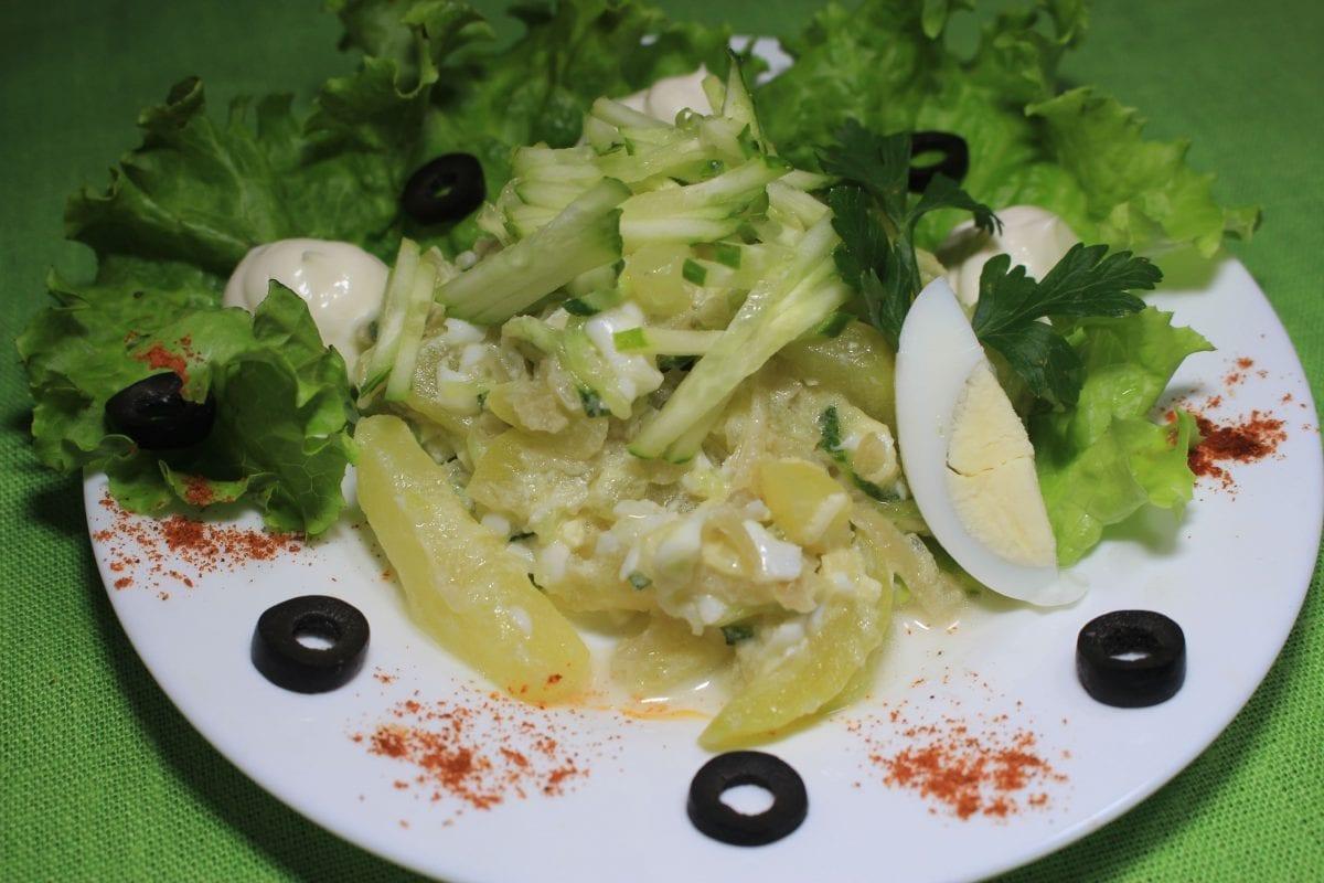 Salat s kartofelem i svezhim ogurtsom kartofelyajtsoogurets sv.gorchitsamajonezzelen 2 1 1200x800 - Салат с картофелем и свежим огурцом
