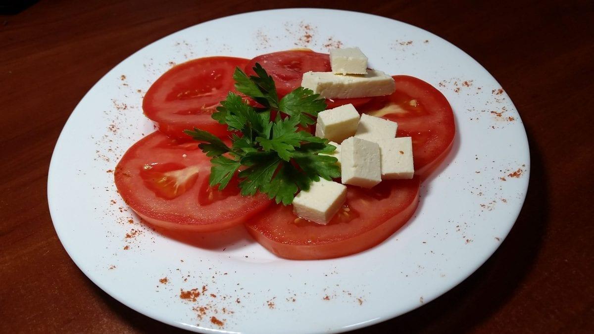 "Salat s pomidorami i syrom Rikotta tomatysyr Rikottamaslo ras.sok limona 1 e1545311947319 1200x675 - Салат с томатом и сыром ""Рикотта"""
