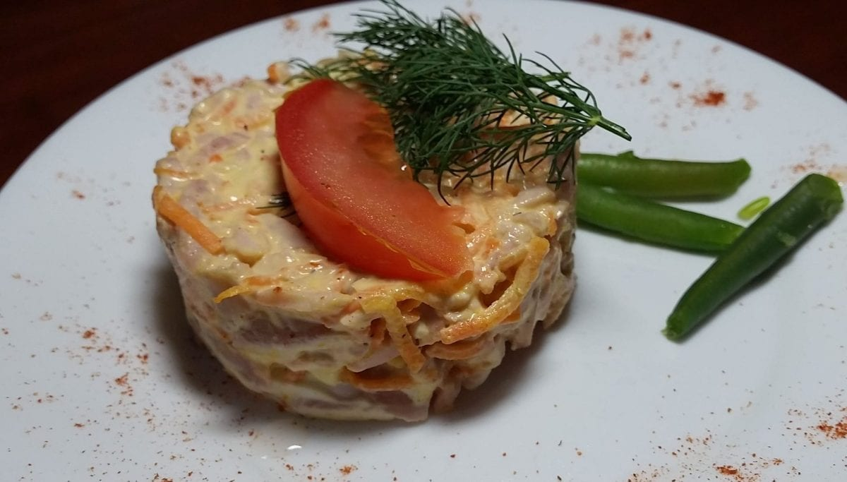 Salat s vetchinoj i korejskoj morkovyu morkov po korejskivetchinamajonez 1 e1547641530668 1200x683 - Салат с ветчиной и морковью по-корейски