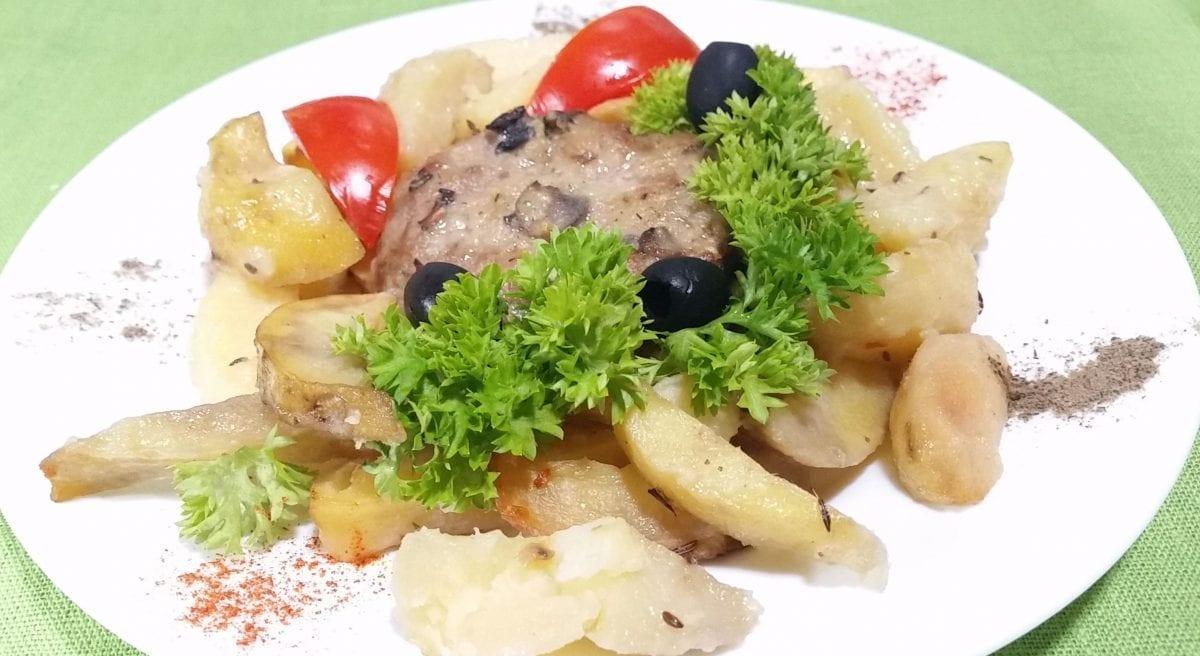 Bitochki po selyanski s gribnym sousom farsh myasnojlukbatonshampinony solspetsiimu e1547465730153 1200x656 - Мясо по-албански  с грибами с картофельными дольками