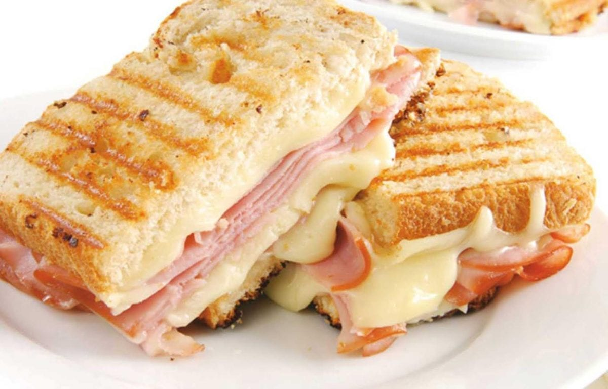 Buterbrod tostovyj s vetchinoj i syrom 1200x769 - Бутерброд тостовый с ветчиной и сыром