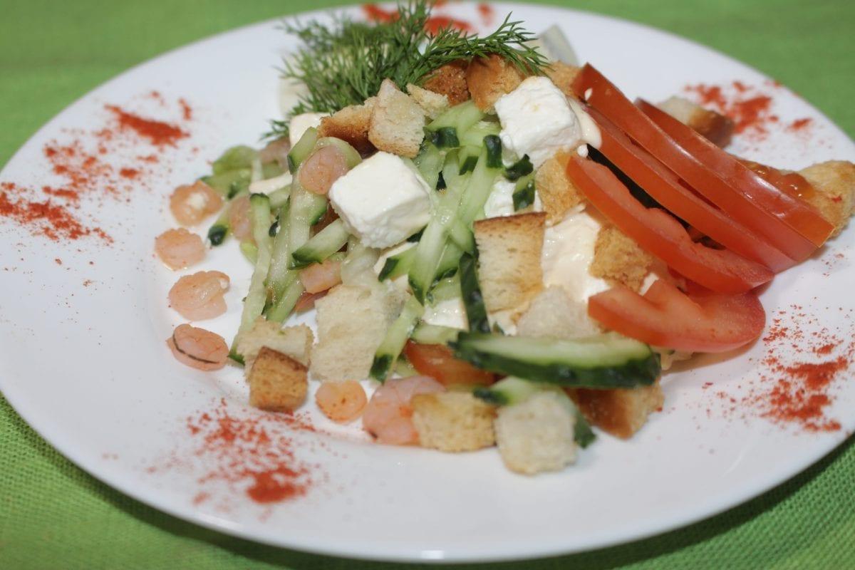 IMG 3394 1200x800 - Овощной салат с креветками и сухариками