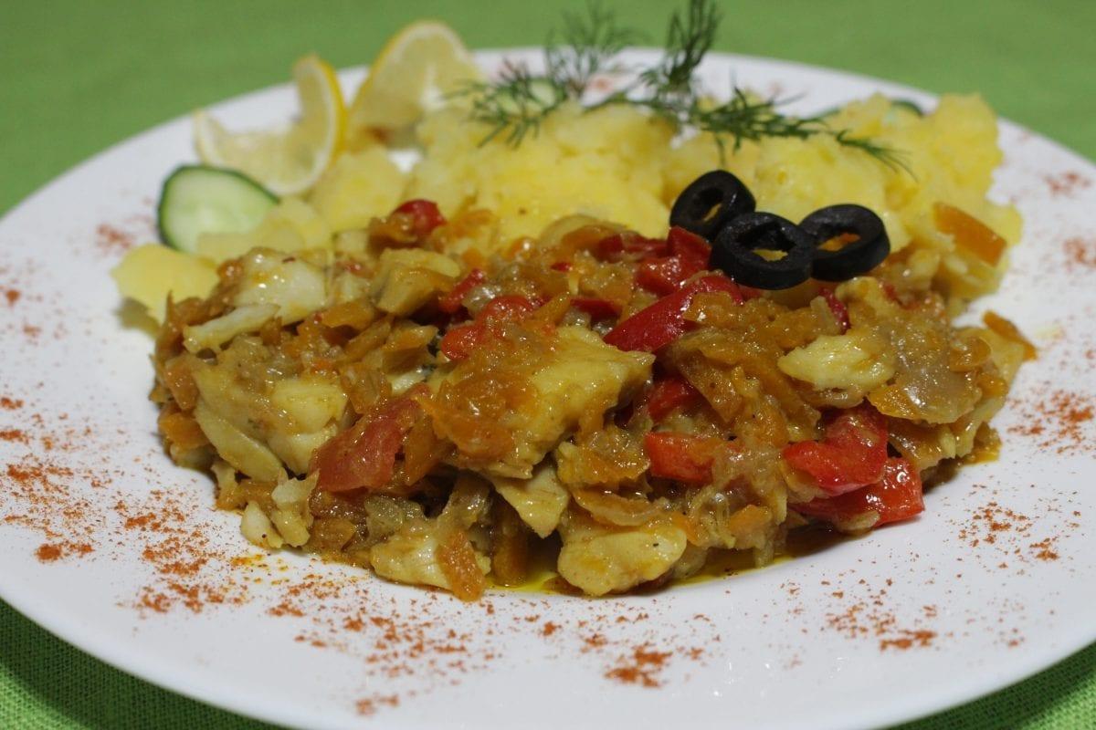 Podzharka iz file ryby s ovoshhami file hekalukmorkovpomidormaslo rast.solspetsii Kartofel otvarnoj 1200x800 - Филе рыбы с овощами с отварным картофелем