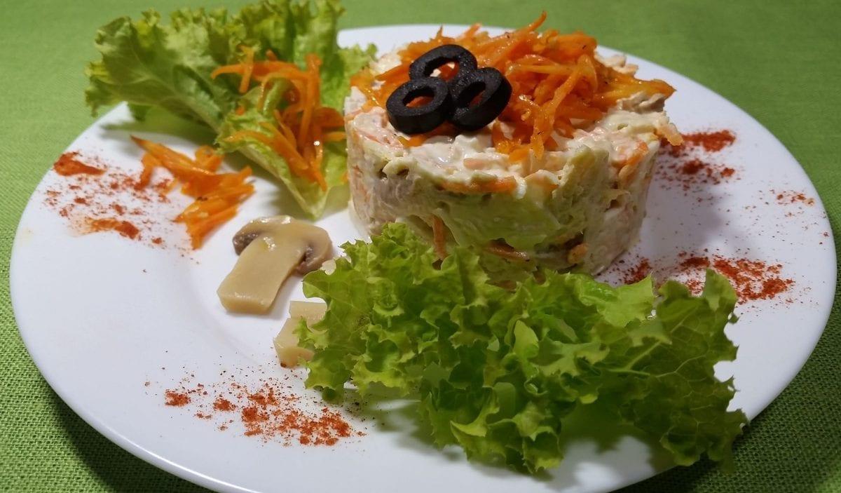 Salat s korejskoj morkovyu kurinoe fileyajtsogriby mar.korejskaya morkovsyrmajonez e1547450491964 1200x703 - Салат с курицей и морковью по-корейски