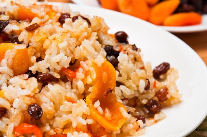 kasha risovaya - Каша рисовая с сухофруктами и грецким орехом