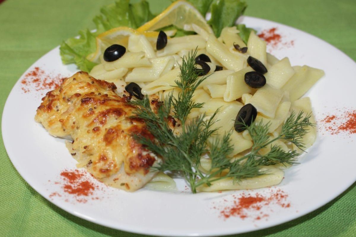 File ryby zapechennoe s frantsuzskoj gorchitsej i syrom s otvarnymi makaronami 1200x800 - Филе рыбы, запечённое с томатом с отварными макаронами