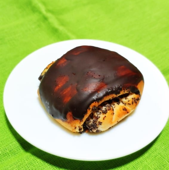 Bulochka s makom v shokoladnoj glazuri 1 - Булочка с маком в шоколадной глазури