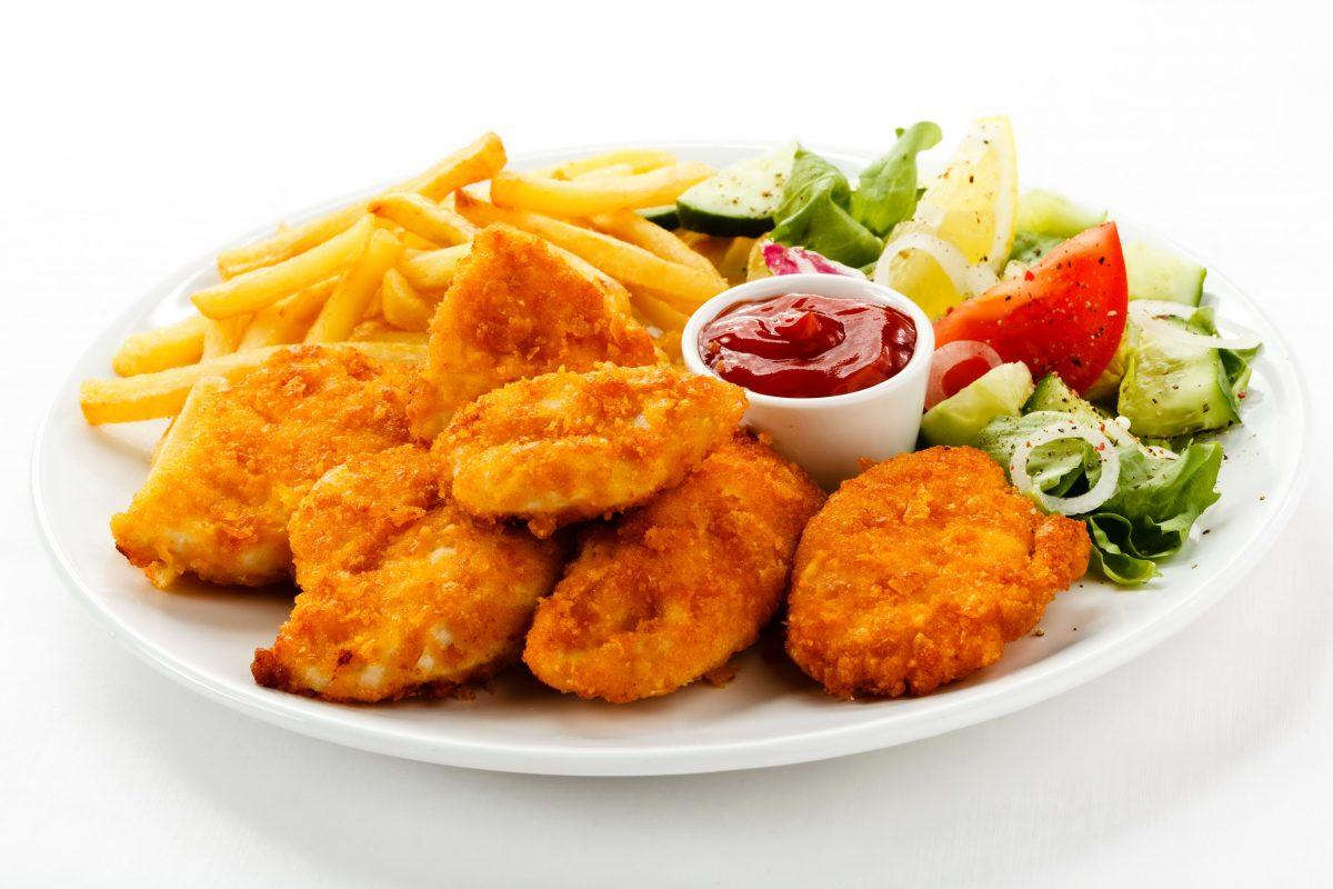 Nagetsy kurinye s kartofelem fri 1200x800 - Наггетсы из филе цыплёнка  с картофелем фри