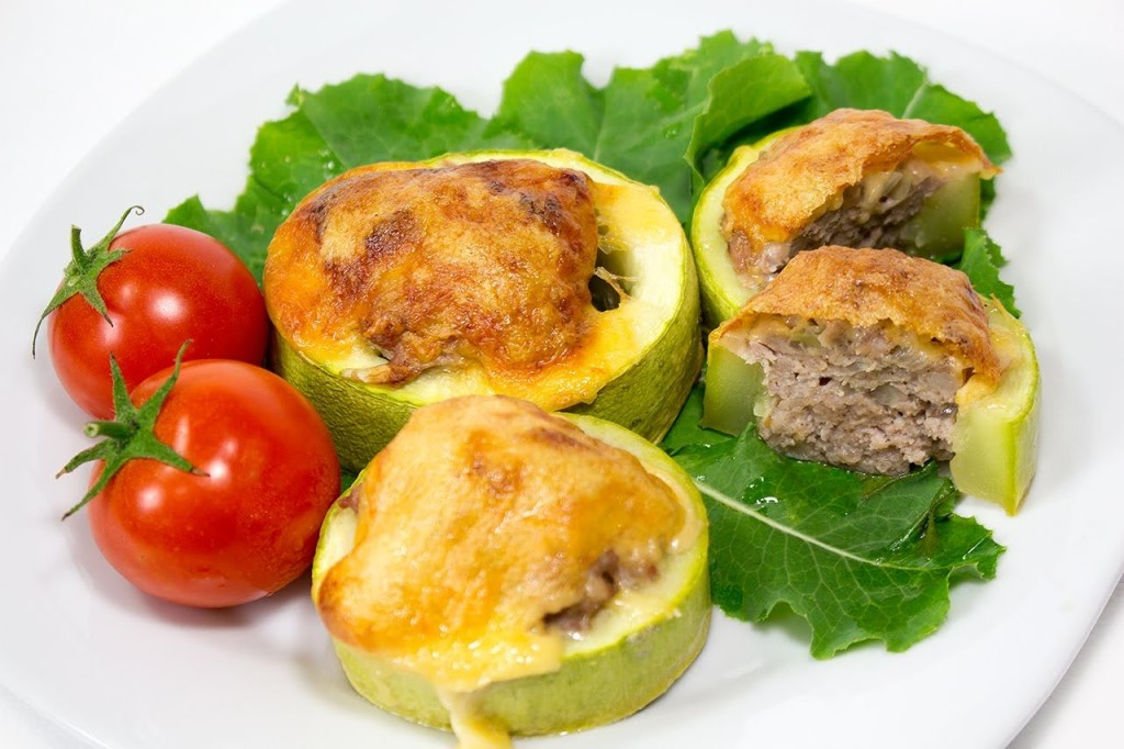 kabachki - Кабачки фаршированные мясом и рисом со сметаной