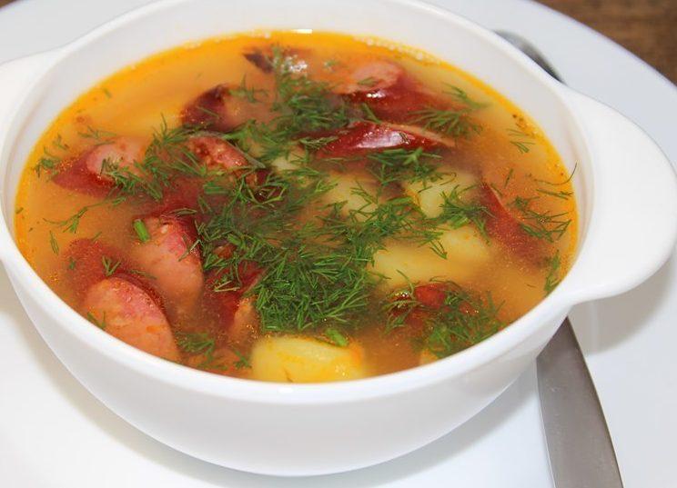 Polivka s domashnej kolbaskoj e1623763097890 - Щи из свежей капусты с колбасками