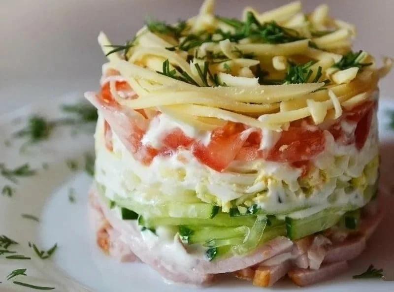 Salat koktel - Салат - коктейль с ветчиной и сыром