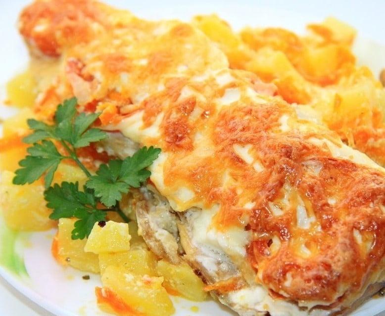 File ryby pod syrom s ragu - Филе рыбы под сыром с овощным рагу